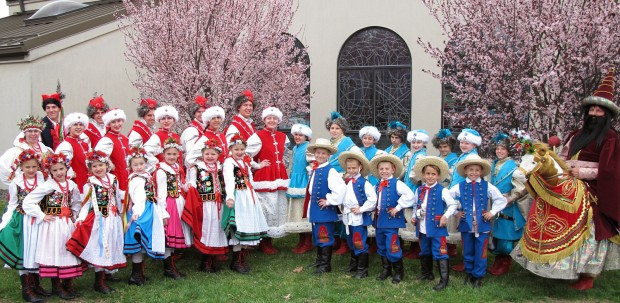 The Polish Dance School MAKI will delight us at 2:10.